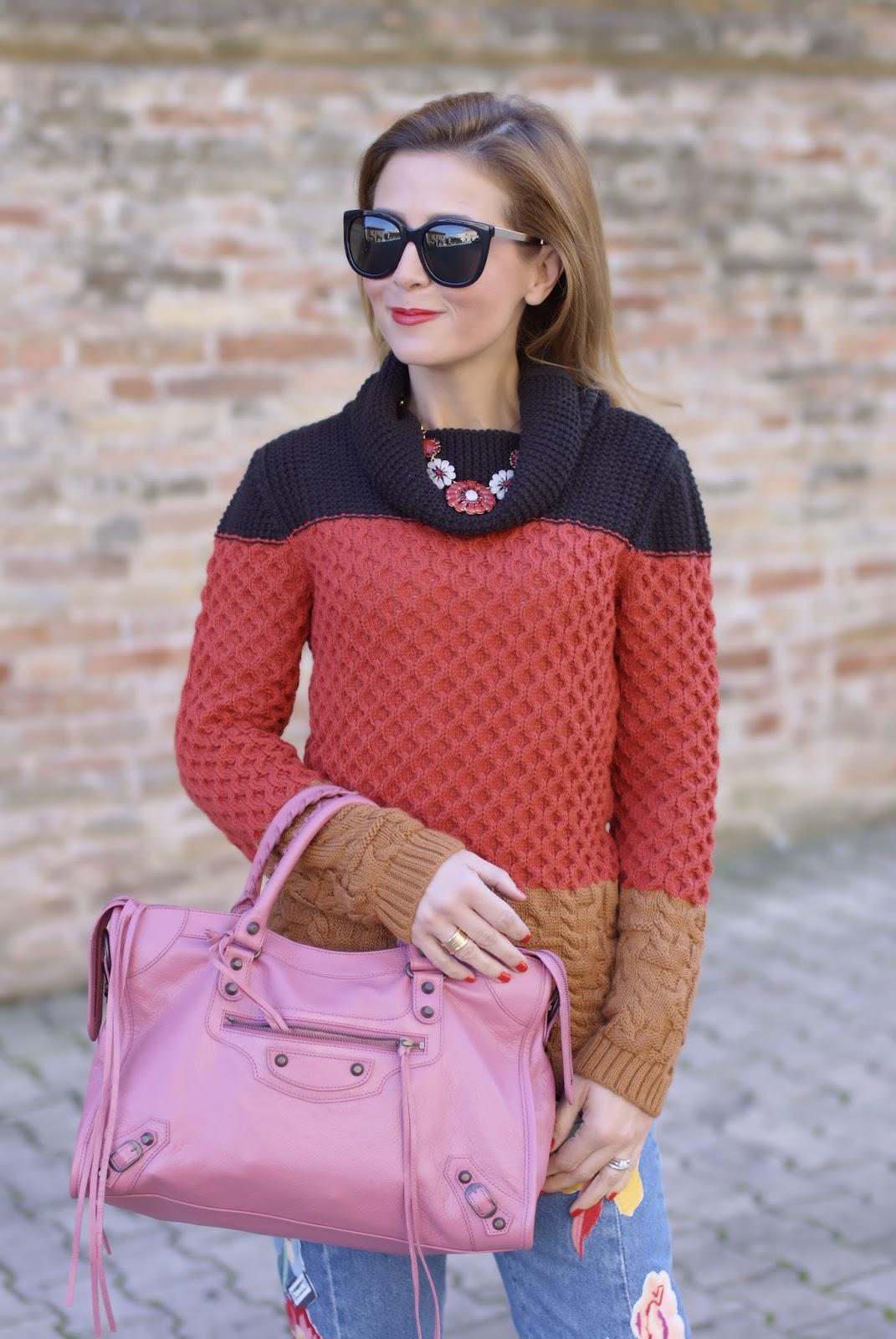 Winter Seventies Fashion with Smash! Gracian sweater and pink Balenciaga bag on Fashion and Cookies fashion blog, fashion blogger style