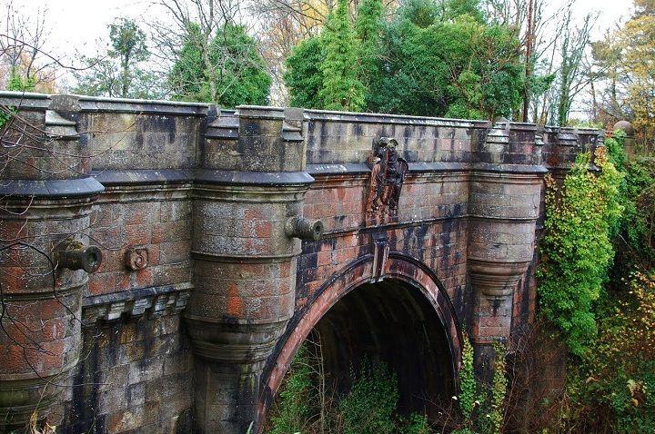 रहस्यमयी पुल -overtoun bridge