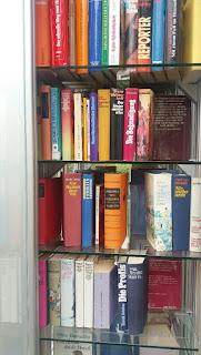man sieht noch mehr Bücher
