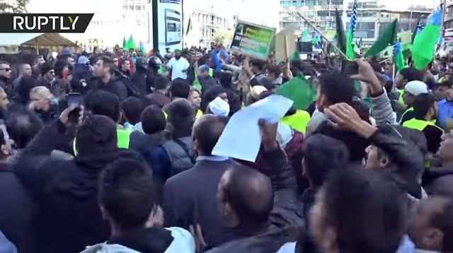 شاهد| مشجعو كرة القدم يعتدون على مسلمين في أثينا