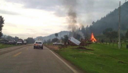 Católicos queman campamento de evangélicos