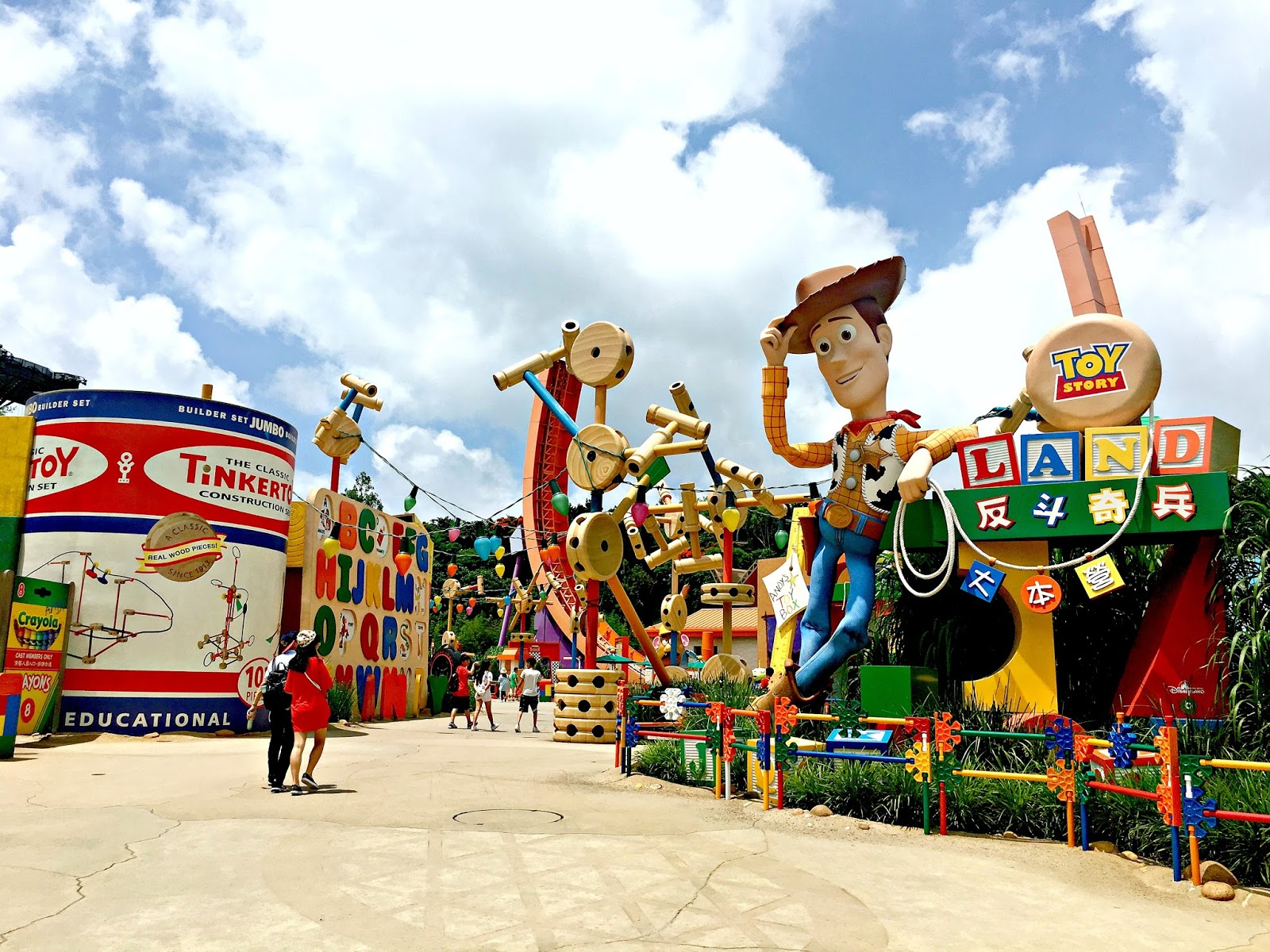 hong kong and disneyland Hong kong disneyland park is one of the most popular destinations among  travelers when travelling from hong kong airport to disneyland you can use 3.