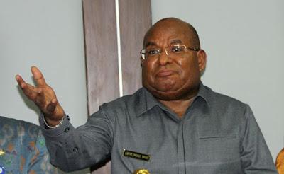 Gubernur Papua Tuding Polisi Terlibat Jauh dalam Pilkada
