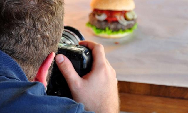 """รู้หรือไม่ ภาพถ่าย คือ """"จุดขาย"""" ของการโฆษณาสินค้า กว่า 70% ของการตัดสินใจซื้อสินค้าผ่านทางออนไลน์มาจากการเลือกดูสินค้าจากภาพถ่าย"""