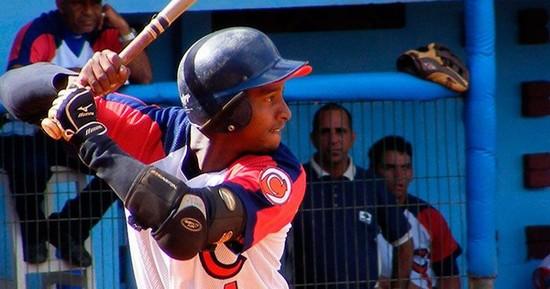 Camagüeyano Ayala decide triunfo de Centrales en torneo cubano de Béisbol