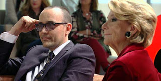 ¿Que estan viendo Esperanza Aguirre y Ristro tan serios?