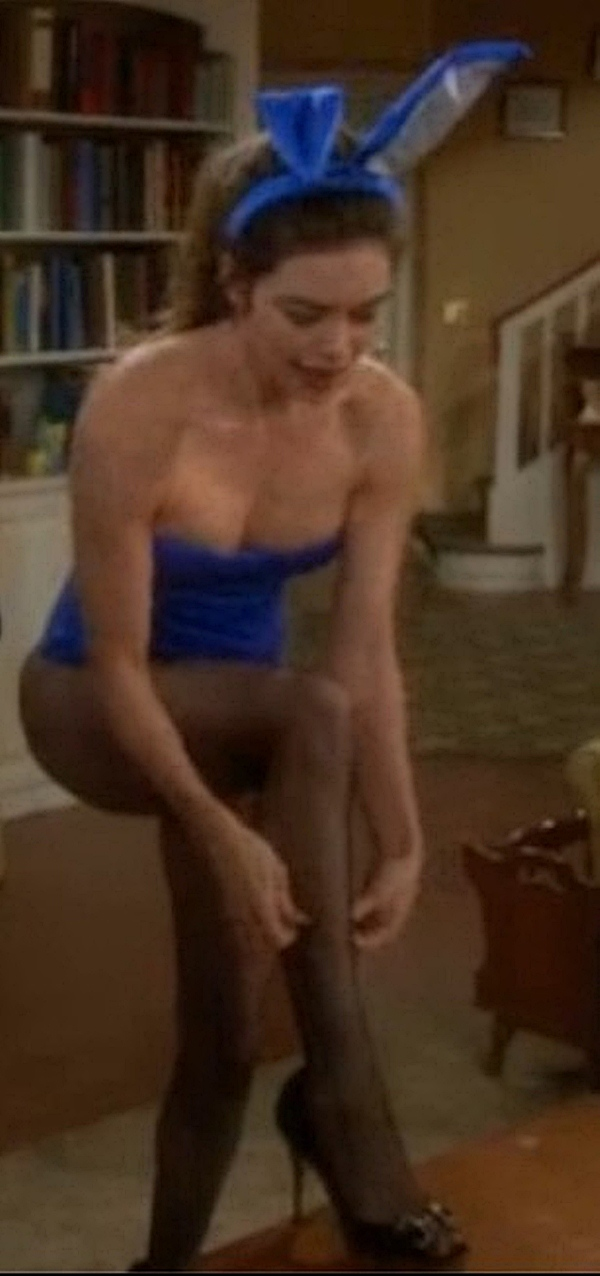 Amelia heinle liars poker topless