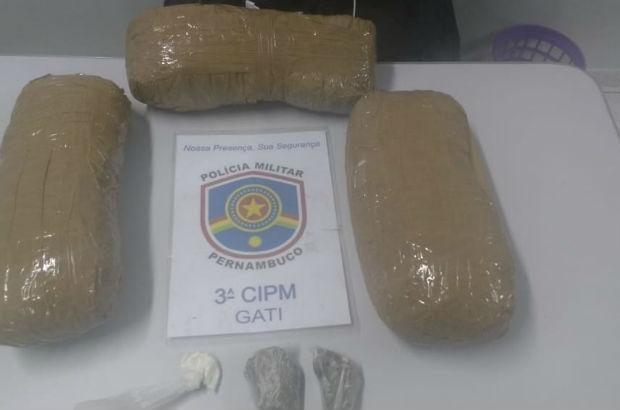 Mulheres são presas por tráfico de drogas em Goiana