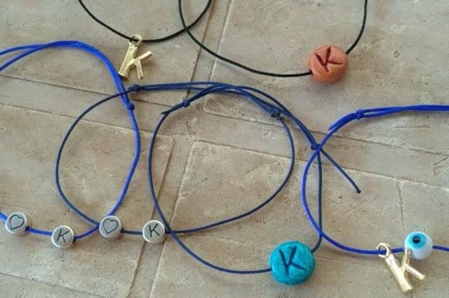 Φτιάχνουν βραχιολάκια για να βοηθήσουν τον μικρό Κωνσταντίνο