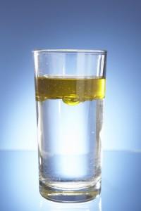 Percobaan Sederhana : Kenapa Minyak dan Air Tak Mau Menyatu?