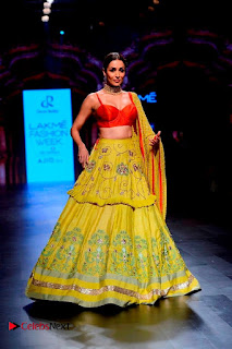 Bollywood Actress Malaika Arora Khan Walks on Ramp at LFW Summer 2017  0007.jpg