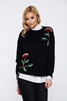 Pulover negru casual tricotat cu aplicatii florale cu croi larg •