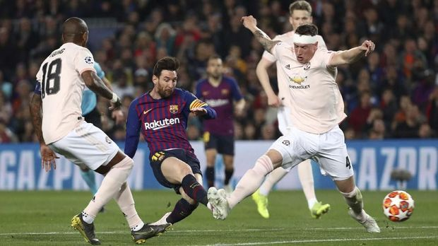 Bek MU Phil Jones Kocar Kacir Tiga Kali Digocek Messi 2019