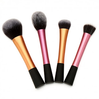 http://www.dresslink.com/kissemojitm-free-shipping-collection-set-4pcs-foundation-makeup-brush-kit-set-p-34179.html?utm_source=blog&utm_medium=cpc&utm_campaign=Zofia542