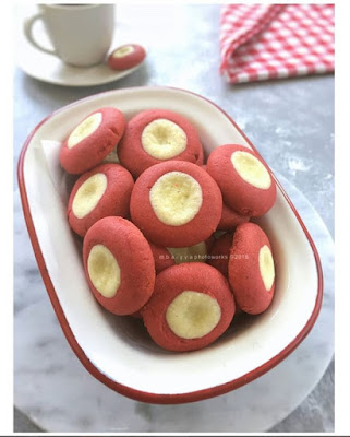 RED BUTTON CHEESE COOKIES