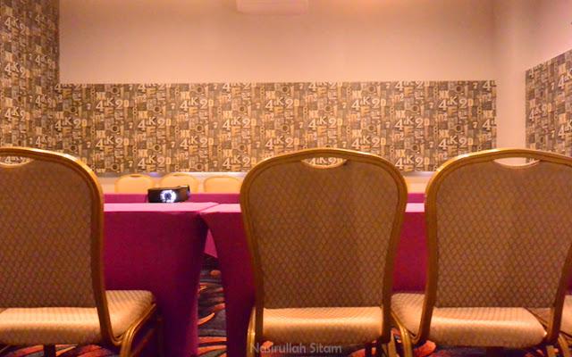 Ruang rapatnya menarik