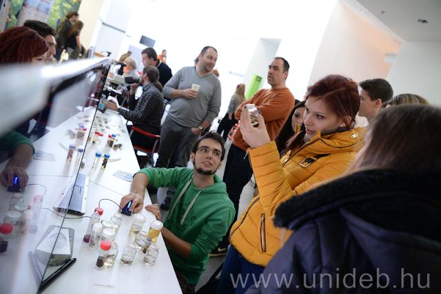 iTT Kutathatsz – ezzel a címmel tartott természettudományos és mérnöki fesztivált leendő hallgatóinak a Debreceni Egyetem Természettudományi és Technológiai Kara. Több száz diák vett részt a rendezvényen.