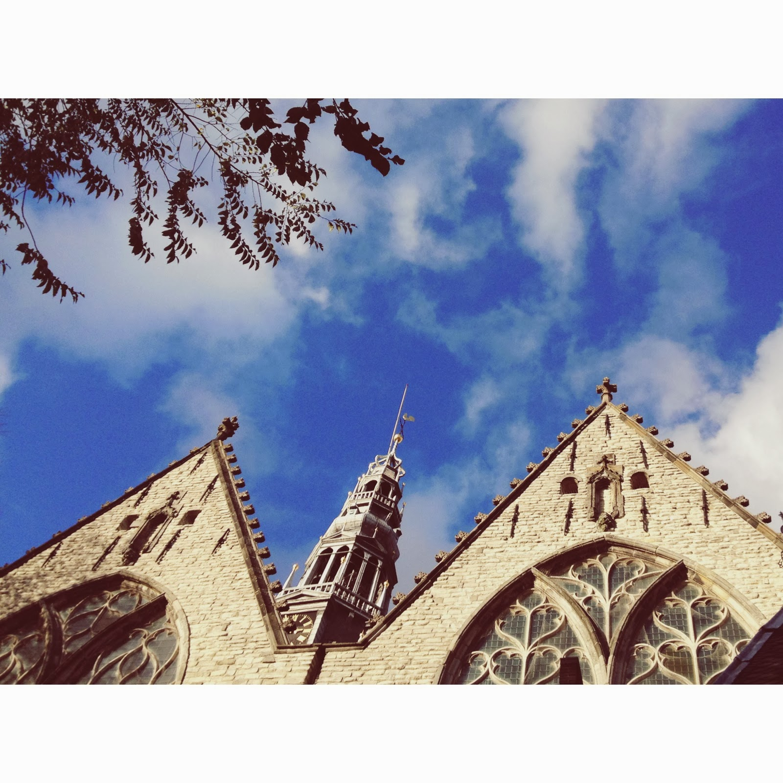 Oude-Kerk-la-iglesia-mas-antigua-de-Amsterdam