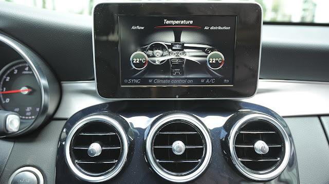 Mercedes C200 sử dụng màn hình màu TFT 17 Inch