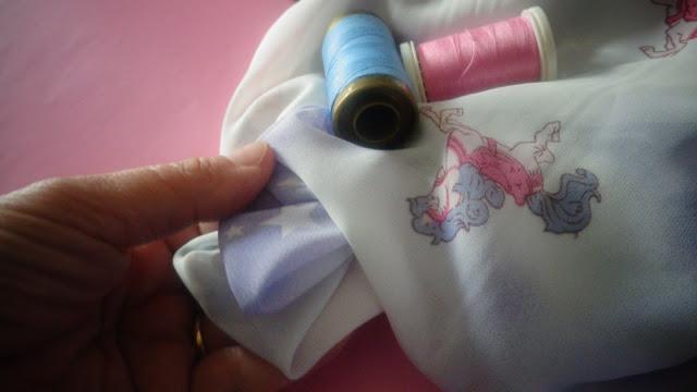 stoffa con filato rosa azzurro