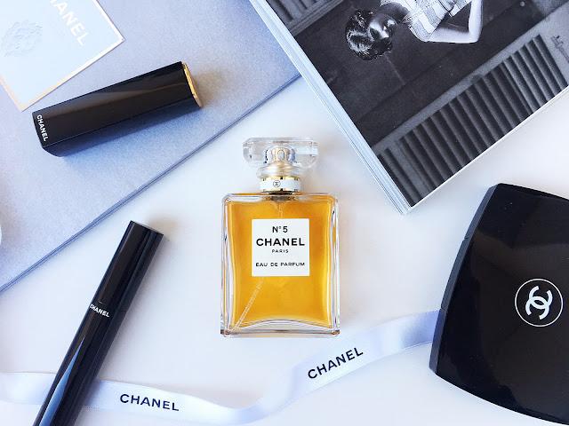 Пирамидка аромата chanel no 5 eau de parfum red edition.