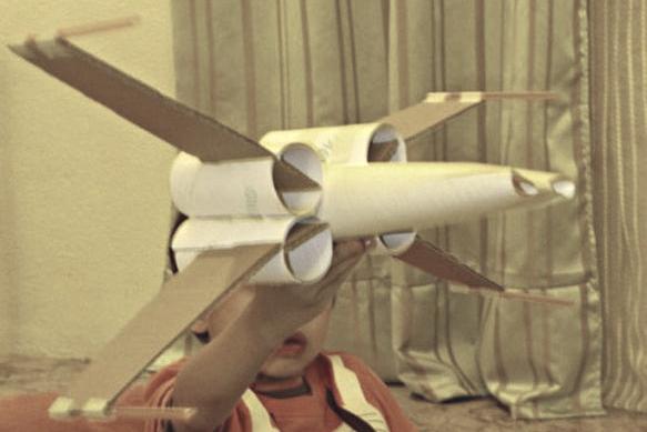 Nave StarWars X-wing con tubos de papel higiénico