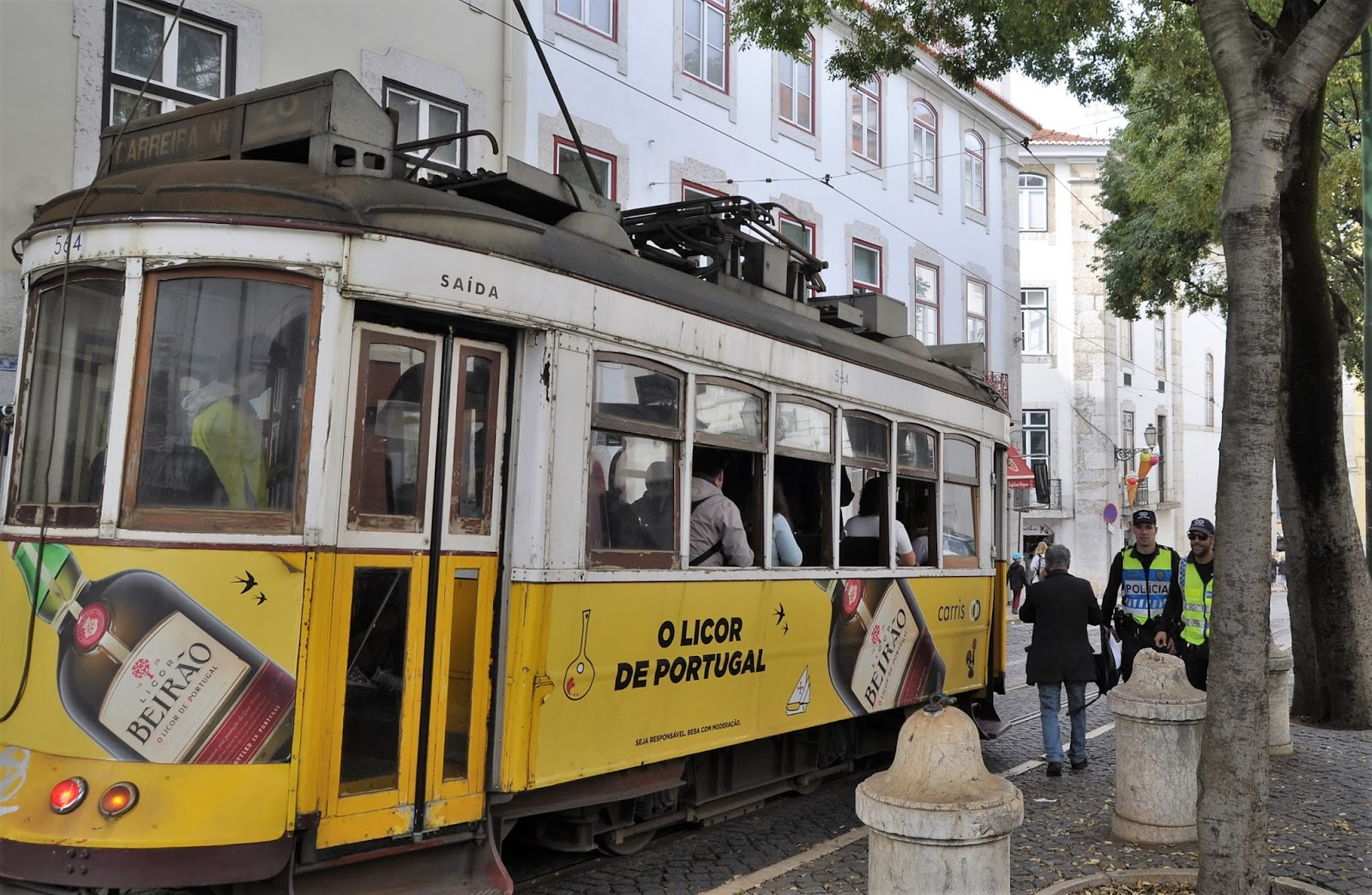 No 28 tram, 8 Great Discoveries in Lisbon, photo by Modern Bric a Brac