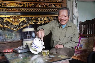 Sâm Ngọc Linh hãm trà tiện lợi cho người cao tuổi sử dụng hàng ngày