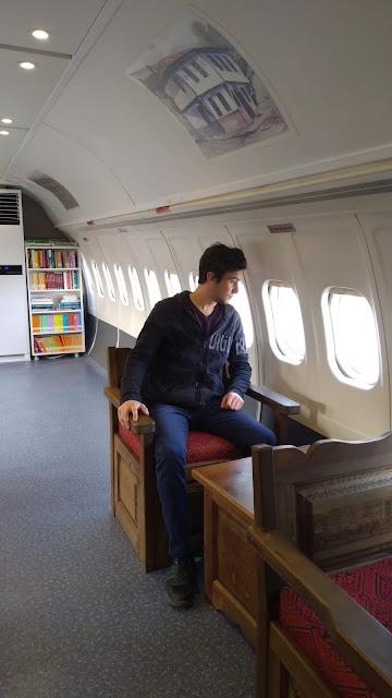 Harun İstenci Kastamonu'da Millet Kıraathanesi'ne dönüştürülen eski Boeing 717 tipi yolcu uçağının içinde. Kastamonu - Nisan 2019