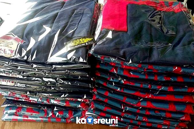 Hasil Sablon Kaos Reuni Raglan Kombinasi Merah Navy - Kaos Reuni Online