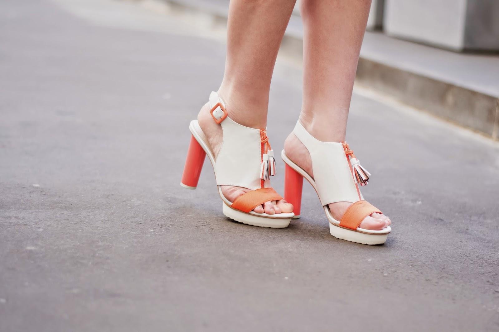 保罗和乔妹妹的鞋子
