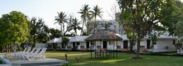 Hotels near Shrinathji temple