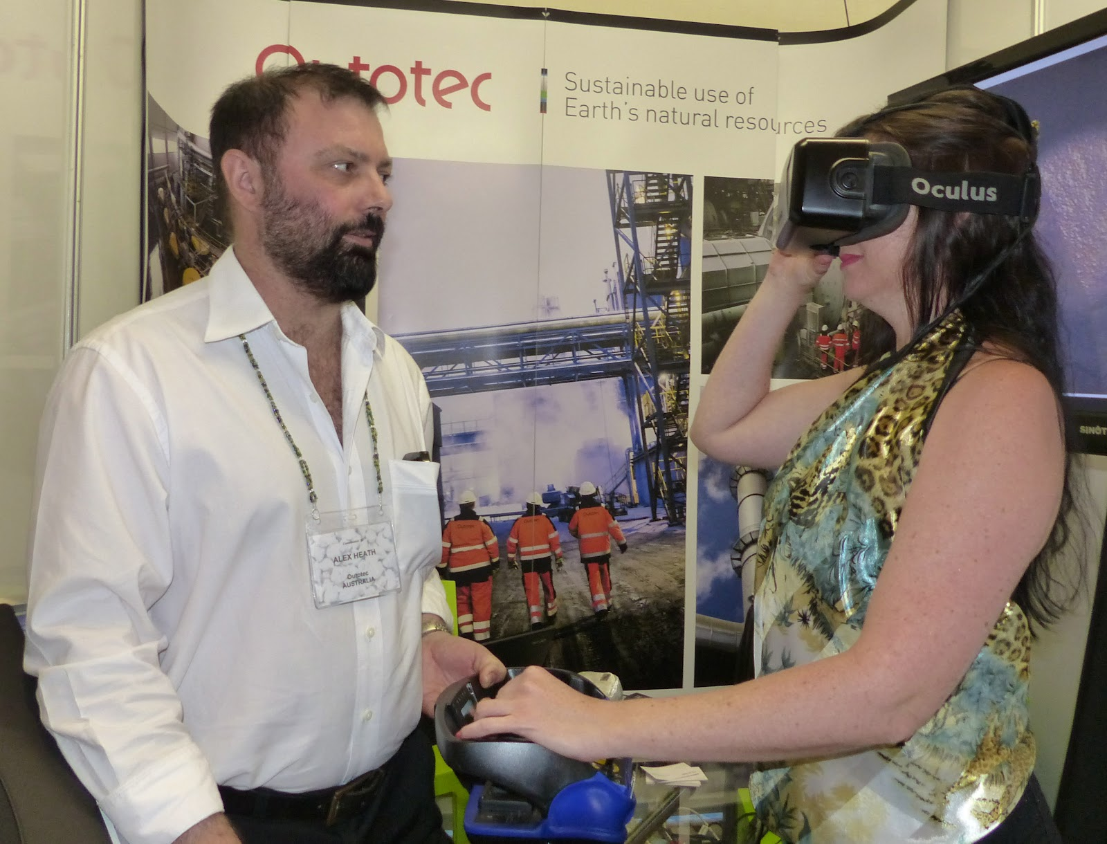 Mei Blog Comminution 16 Conference Diary Digital Control Lab Ag Sag Ball Mill Optimization And Process Alex Heath Angie Voges Of Outotec Demonstrating The Virtual Reality System For Training Operators In Relining