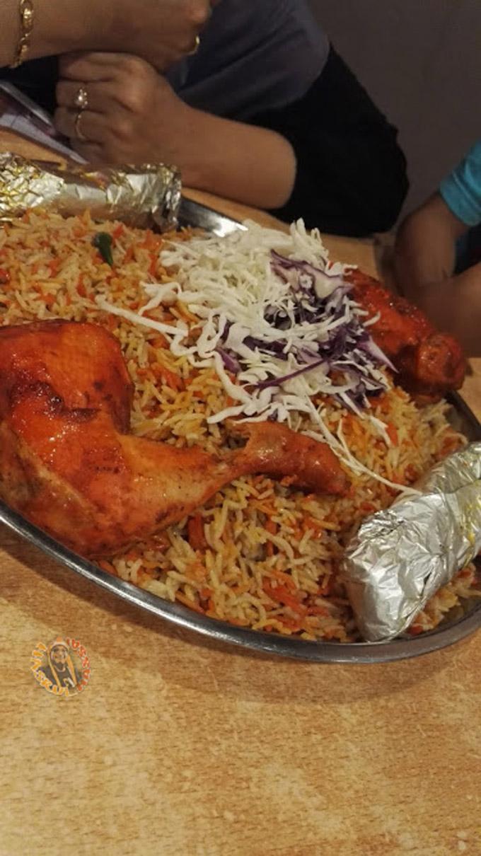 Makan Nasi Arab Dalam Talam