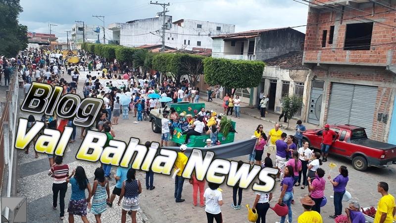 O tradicional desfile cívico em comemoração a Independência do Brasil foi realizado na tarde desta sexta-feira (7), no centro da cidade de Várzea da Roça-BA.