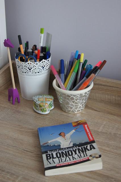 książka | na biurku | hiszpański