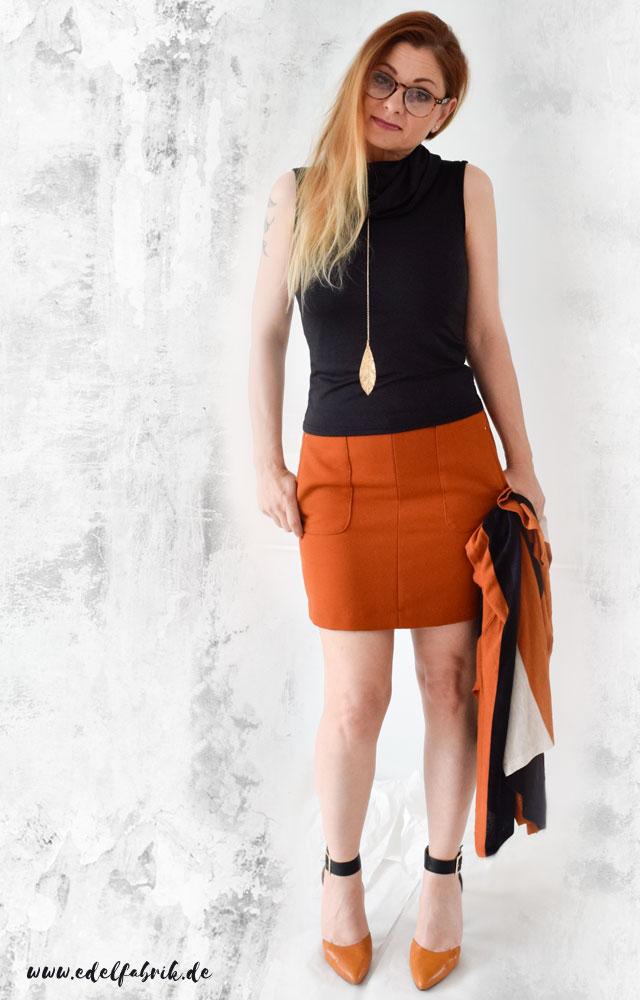 die Edelfabrik, elegantes Outfit mit Minirock, Highheels, Orange kombinieren