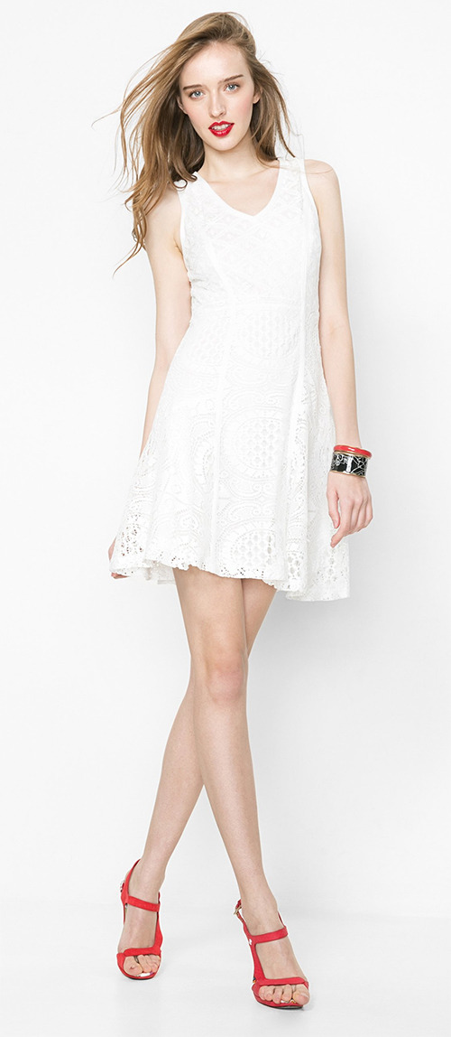 Robe courte blanche en dentelle Desigual