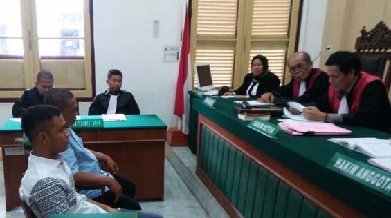 Sidang kasus dugaan korupsi pengadaan baju seragam SD di Labusel.