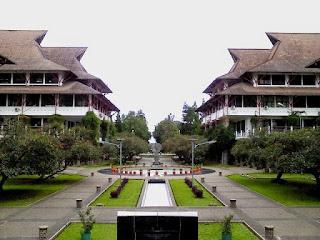 12 Universitas Terbaik di Indonesia Tahun 2016