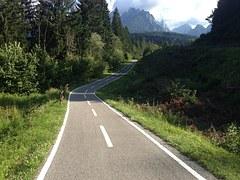 bicycle-path-1666762__180.jpg