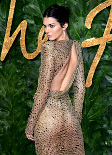 Kendall Jenner Slim  Goes  At British Fashin Show 2018 WOW     small  slim figure CEleBrity.co Exclusive 001