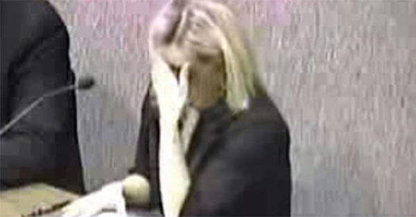 Της «έφυγε» καταλάθος μια κλ@νι@ και διέκοψε την συνεδρία στο δημαρχείο. Αυτο που ακολούθησε μας έκανε να κλαιμε από τα γελια!