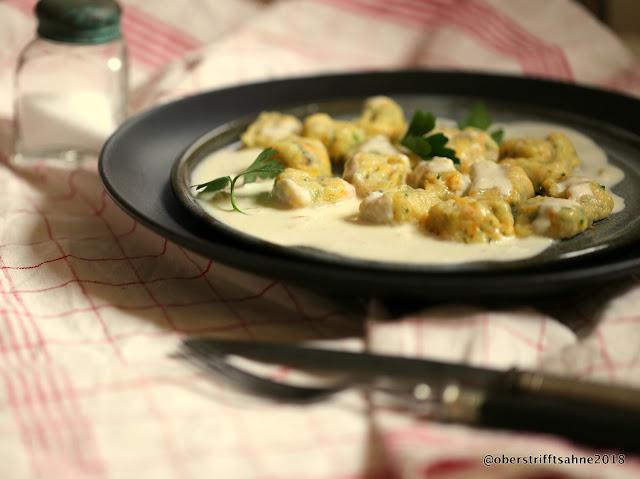 Möhren-Petersilien-Gnocchi in Chili-Käse-Sauce