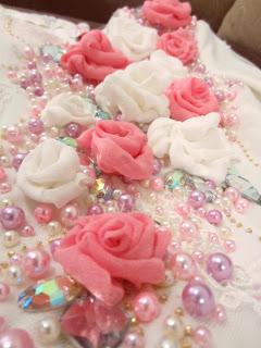 baju akad nikah putih roses pink