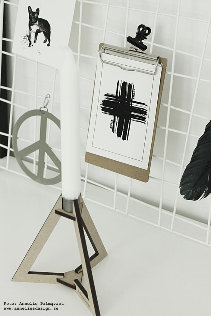 nät, galler, hänga upp vykort, webbutik, webbutiker, webshop, inredning, clips, annelies design, poster, posters, print, prints, kort, vykortet, svart och vitt, erbjudande, rabatt, böset ljusstake, tvåfota design, svartvitt, vitt, vit, vita, frenchie, peace, kors, peacetecken, peacetecknet, fjäder, träkulor,