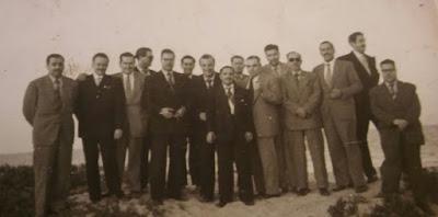 Estanislau Puig Ambrós junto con otros amigos ajedrecistas en los años 50