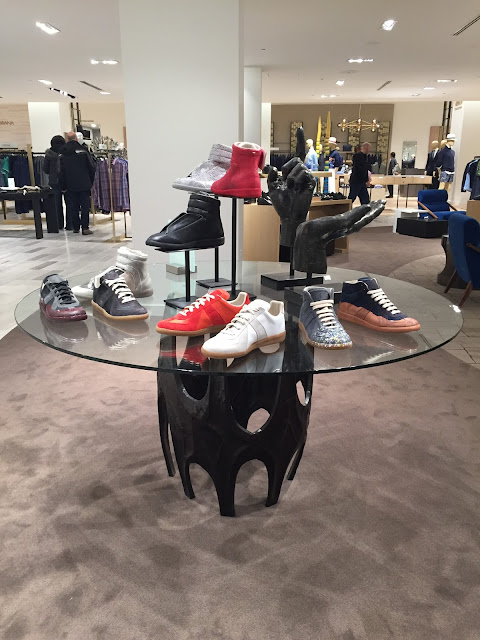 saks display