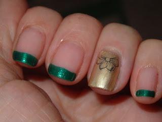 manicura verde y dorada
