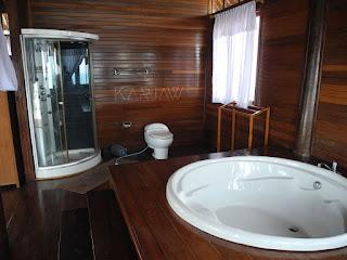 nirvana hotel karimunjawa master toilet